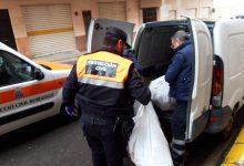 Más de 80 voluntarias cosen mascarillas en Burjassot (Valencia) para tiendas y sanitarios