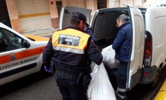 Més de 80 voluntàries cusen mascaretes a Burjassot (València) per a botigues i sanitaris