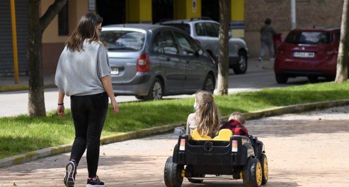 Paiporta libera calles de tráfico para dar espacio a paseos de niñas y niños