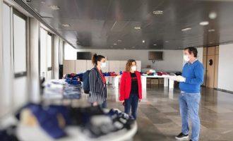 El Valencia CF, el Levante UD y la Federación de Pádel donan equipamientos a las personas alojadas en la Petxina