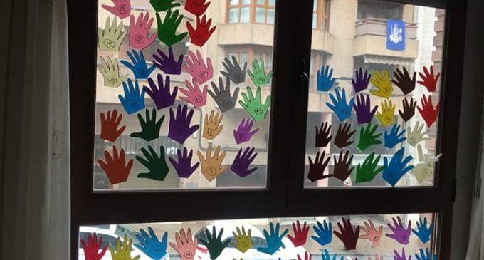 Música en casa i decoració als balcons per posar color als dies de pandèmia en Ontinyent