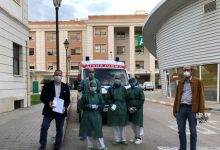 UPV i Les Naus donen mòbils als hospitals perquè pacients de les UCI puguen connectar amb familiars