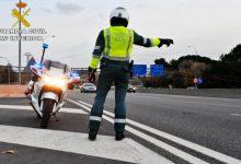 Retencions d'1,5 quilòmetres en la pista de Silla per un cotxe bolcat en l'eixida de València