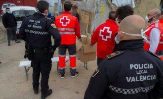 """La atención humanitaria de la Policía Local de València se """"dispara"""": de 57 a principio de mes hasta 374"""