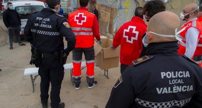 """L'atenció humanitària de la Policia Local de València es """"dispara"""": de 57 a principi de mes fins a 374"""