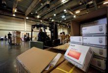 Hospitals i residències de majors continuen rebent material sanitari de protecció