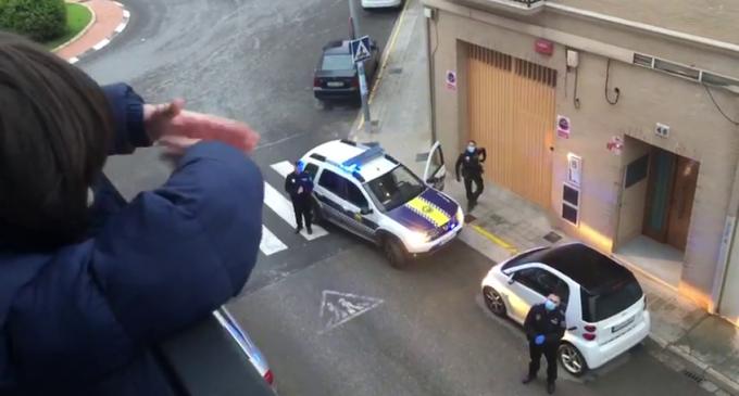 La Policia Local de Benetússer felicita l'aniversari durant el confinament