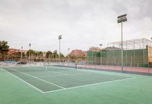Les pistes d'atletisme, pàdel i tennis estrenen l'obertura d'instal·lacions esportives a Mislata