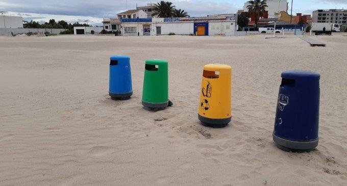 L'Ajuntament treballa en la neteja i retirada d'algues de les platges de València per posar-les a punt en previsió del final del confinament