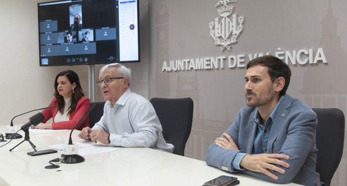 L'alcalde Joan Ribó anuncia l'estudi per a ampliar i abaixar les terrasses d'hostaleria de la vorera a la calçada en tots els casos que siga possible