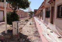 Continuen les obres de substitució del paviment als carrers entorn de la plaça La Pau de Puçol