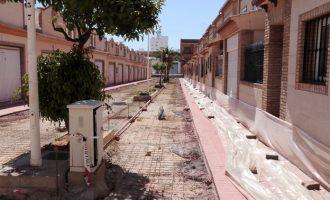 Continúan las obras de sustitución del pavimento en las calles en torno a la plaza La Pau de Puzol