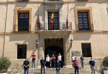 Paterna se suma al dol nacional per les víctimes del COVID-19 amb un minut de silenci i la il·luminació de l'Ajuntament