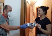 Paterna realitza un segon repartiment de mascaretes porta a porta per als seus veïns