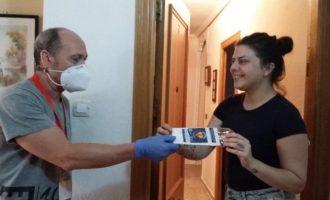 Paterna realiza un segundo reparto de mascarillas puerta a puerta para sus vecinos