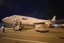 Llegan otros dos aviones con más de 90.000 batas y 1,2 millones de guantes para la Comunitat
