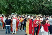 Concentraciones en tiempos de coronavirus: banderas, aglomeraciones y gritos de dimisión