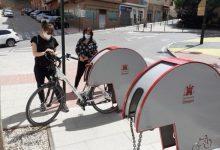 """Ontinyent instal·la aparcabicis a tots els barris per fomentar l'ús de la bicicleta """"en la desescalada i més enllà"""""""