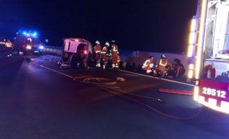 Sis persones resulten ferides en bolcar una furgoneta a l'Alcúdia de Crespins