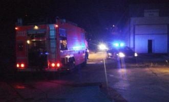 Els bombers sufoquen un incendi d'una fàbrica d'un polígon d'Ontinyent