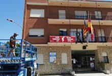 El mantenimiento de los espacios públicos continúa adelante en Almussafes a pesar del estado de alarma