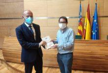 """President i portaveus de la Diputació tenen ja la seua mascareta """"Tèxtil Ontinyent"""""""