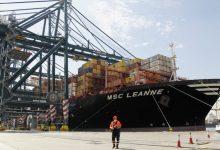 Llega a València el primer buque con material sanitario contratado por la Generalitat