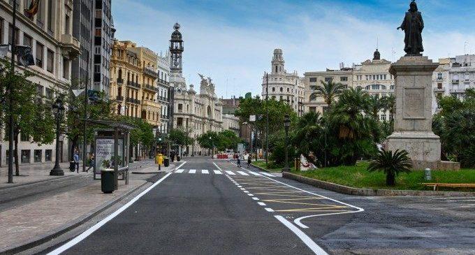 La plaça de l'Ajuntament de València es tanca definitivament al trànsit