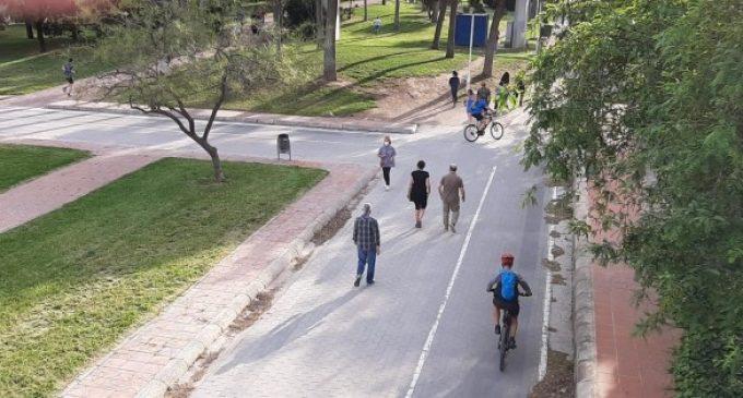 Deportistas y paseantes vuelven a los parques de València en el primer día de salidas por franja horaria