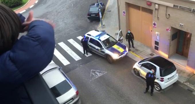 Policia Local i Protecció Civil de Benetússer feliciten l'aniversari a 218 persones durant el confinament