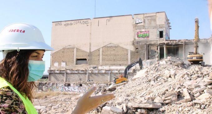 Avança la demolició de l'antiga fàbrica cervesera per a garantir la seguretat i acabar amb la degradació de l'entorn