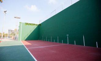 El Polideportivo Municipal de Burjassot abre su instalación y ya se puede jugar a frontón, pádel y tenis en modalidad de dobles