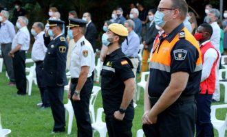 Torrent rinde un emotivo homenaje a las víctimas y trabajadores esenciales