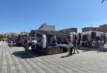 """El mercat ambulant de Paterna reprén la seua activitat a l'esplanada del """"cohetódromo"""" al 50% del seu aforament habitual"""