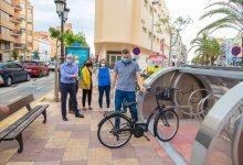 Cullera abre un parking para bicis con videovigilancia que funciona con energía solar