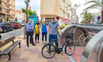 Cullera obri un pàrquing per a bicis amb videovigilància que funciona amb energia solar