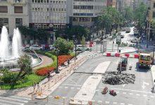 Comencen els treballs de repavimentació a la plaça de l'Ajuntament