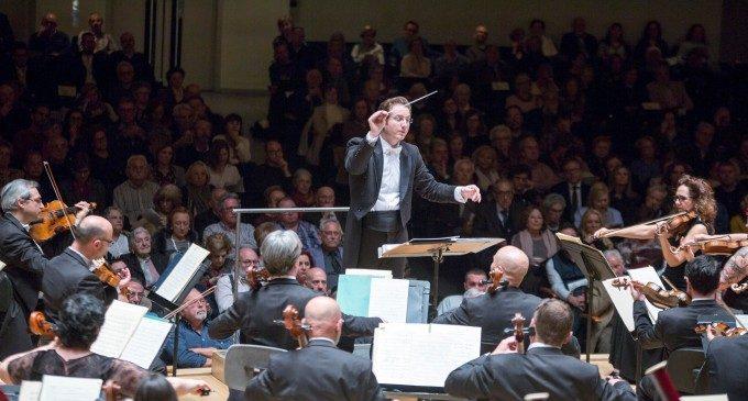 La Orquesta de València cierra el festival Serenates con la sinfonía número 12 de Shostakóvich