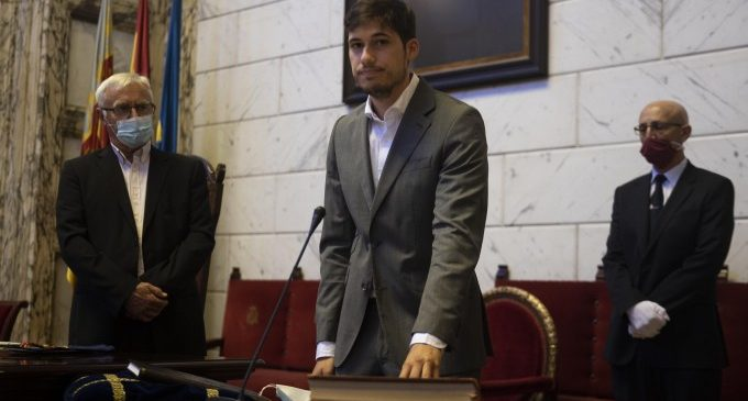 Borja Sanjuán pren possessió com a nou regidor de l'Ajuntament de València