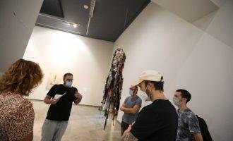 L'exposició 'Between debris and things' del Centre del Carme es transforma