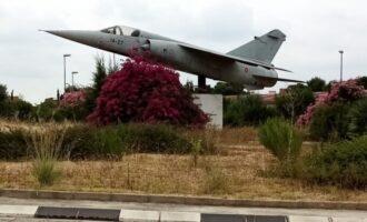 L'Ajuntament renova el conveni amb Defensa perquè l'històric avió Mirage F-1M seguisca exposat a Paterna