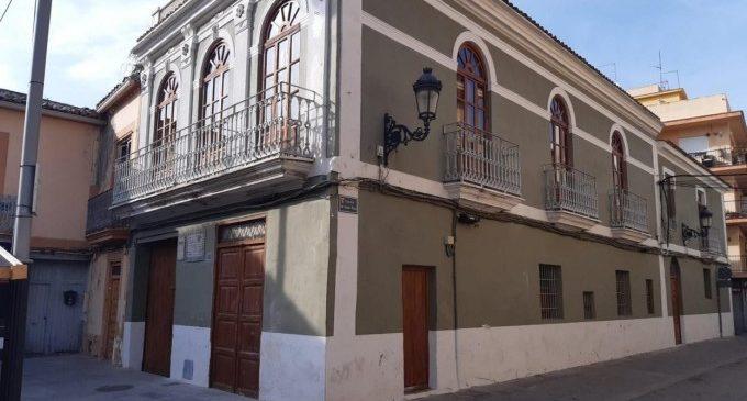 Paterna obri des de hui l'Hostal-Quadra de la plaça del Poble a turistes per a donar a conéixer els seus més de 100 anys d'història