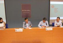 Jorge Rodríguez i Pepe Serna signen formalment el conveni del Clúster Tèxtil Sanitari d'Ontinyent