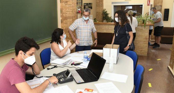 La Concejalía de Bienestar Social de Paiporta entrega becas-comedor para 500 niñas y niños