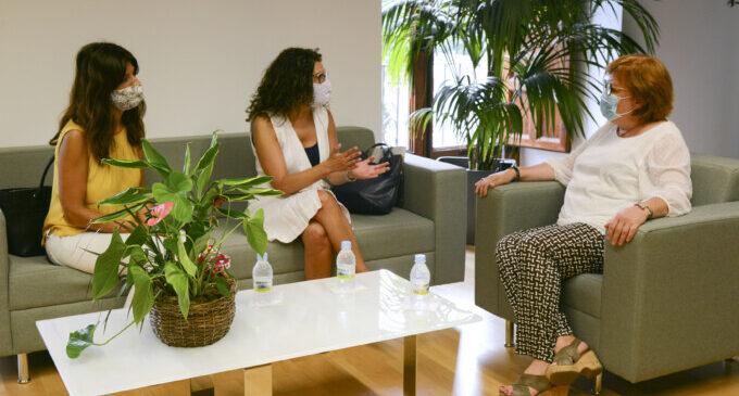 Reunió amb la delegada del govern per a tractar les amenaces del comandant de la Guàrdia Civil a l'alcaldessa, Isabel Martín