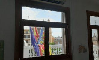 Meliana hace eficientes, energéticamente, todas las ventanas exteriores del edificio consistorial