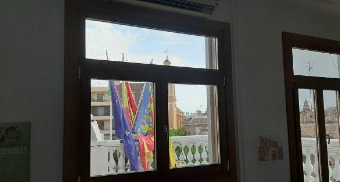 Meliana fa eficients, energèticament, totes les finestres exteriors de l'edifici consistorial