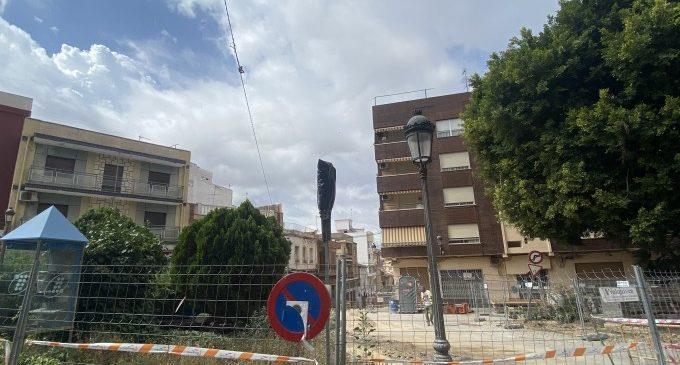 Paterna crea 18 nuevas plazas de aparcamiento en la Plaza Dos de Mayo, respetando sus zonas verdes