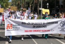 """El Sindicat Mèdic denuncia que els MIR s'han convertit per al sistema """"en mà d'obra barata i sotmesa a permanents abusos"""""""