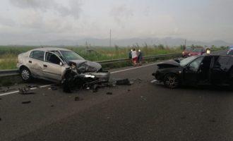 La carretera que une Sueca y Les Palmeres registra un accidente por choque frontal de dos vehículos